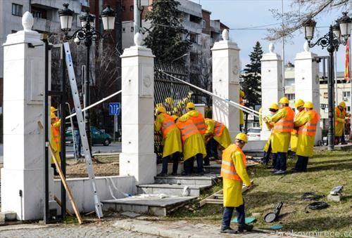 Отстранување на оградата околу Владата на Република Македонија