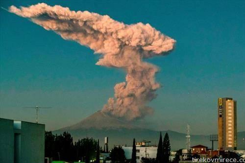 еруптираше вулканот попокатепетел во мексико