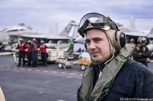 Премиерот Заев на носачот на авиони Хари  Труман