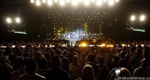 Здравко Чолиќ сабота вечер имаше концерт на градски во Скопје