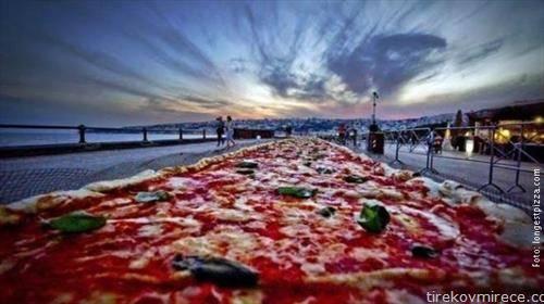 Во Калифорнија направена најголемата пица на светот, за Гинис од  2,13 км и  тешка  7,8 т.
