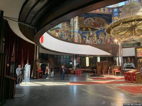 во соборниот храм во Скопје само претставници на медиумите