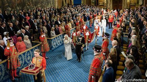 англиската кралица Елизабета Втора и принцот Чарлс на церемонија во британскиот парламент