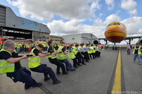 доброволно влечање со јаже на авион на аеродром во даблин за добротворен и цели
