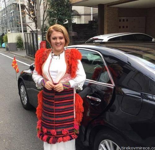 Во традиционална народна носија македонската амбасадорка во Јапонија Андријана Цветковиќ  е гостинка на прославата на 83-тиот роденден на Неговото Височество, јапонскиот цар Акихито.