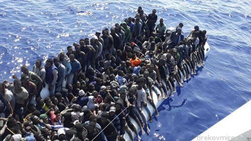 спасени  мигранти од Либија на чамец