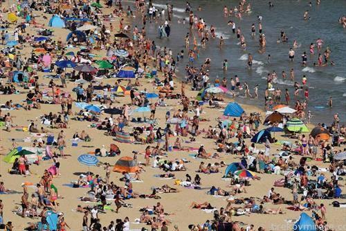 на плажа во англискиот град Бурнмаутаи  и