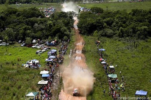 ученици возат на етапа од релито Дакар, низ Аргентина