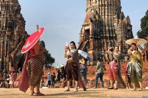 во сатири алишта на прошетка во Тајланд
