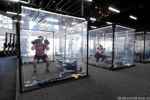 посетители работат во теретана во Флоридаи