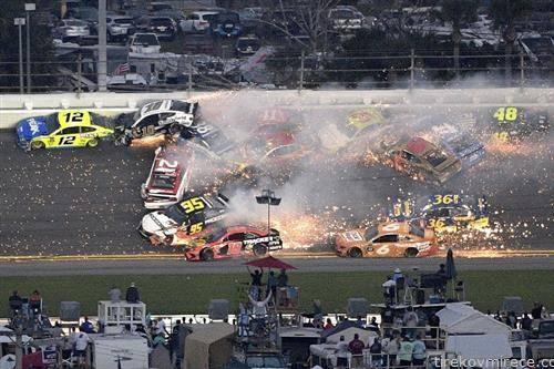 повеќе автомобили учестуваа во несреќата на дејтона нескар 500