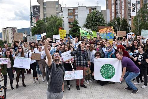 пред Влада се одржа протест против глобално затоплување, организирано од движењето Fridays For Future