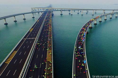 учесници на маратон во кинески град