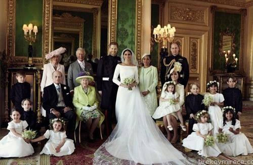 кралското семејство на едно мeсто, по свадбата на принцот Хари