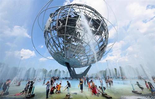 жители на Њујорк се освежуваат