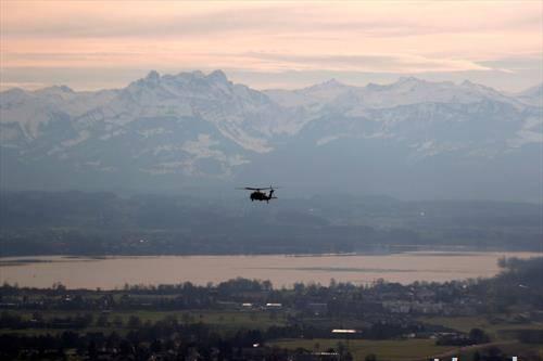 америкнскиот претседател трамп со хеликоптер стаса во давос