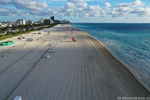 празни се плажите на Флорида