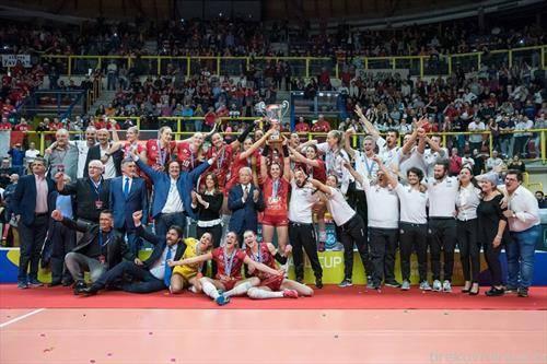 екипата на Бусто аризо од Италија е освојувач во женска конкуренција на одбојкарскиот ЦЕВ куп