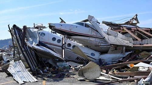 авиони по торнадото во државата тенеси сад