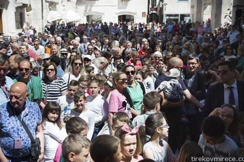 Реки од туристи во Сплит, минатиот месец. 193.305 гости, 10 илјади повеќе од лани и 659 илјади ноќевања, 37 илјади повеќе од истиот месец лани