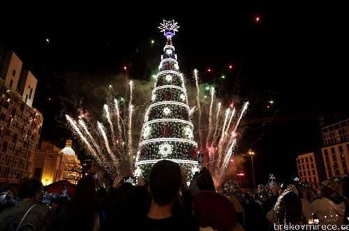 се запалија светилки на Божикната елка во Бејрут Либан