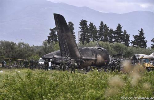 257 лица загинале од кои повеќето војници и членови на нивните семејства при уривањето на воен авион во АЛЖИР