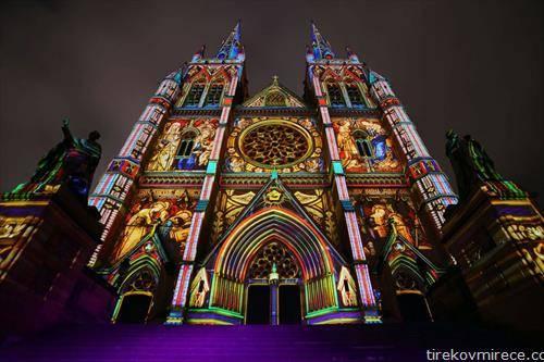 катедралата во Сиднеј во новогодишна илуминација