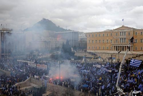 протести во Атина, против применувањето преспанскиот договор