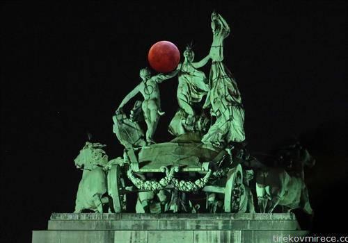 првата супер крвава месечина годинава, оваа е во Брисел