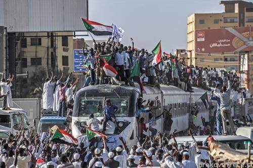 протестанти во Судан стигнуваат на воз во главниот град