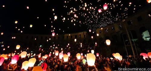 Во Пула, во Арената, вечер на добри желби и лампиони