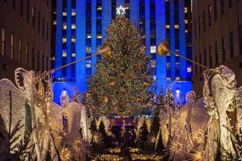 поставена е елката пред  Рокфелер центарот во Њујорк