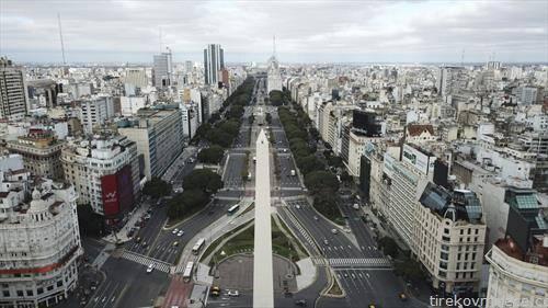 најпознатата авенија во Буенос Аирес Аргентина во време на рестрикции поради корона вирусот