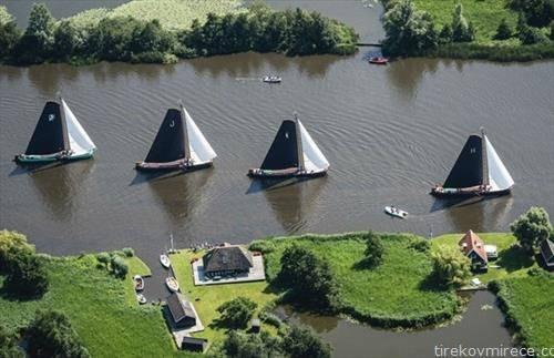 натпревар на едрилици по река во Холандија