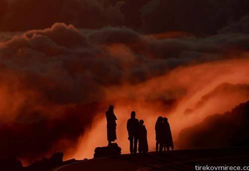 изгрејсонце по ерупција на вулкан на Хаваите