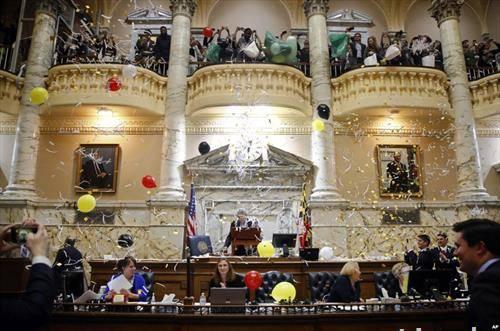се пуштаат балони и конфети  во  Долниот дом на Мериленд во Анаполис, САД, за  крајот на законодавната седница на државата за 2018 година