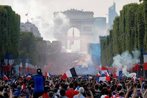 Франција се радува на освоената титула светски првак во фудбал