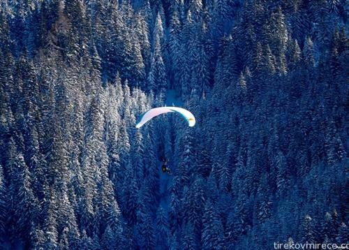 параглајдер во зима во Австрија