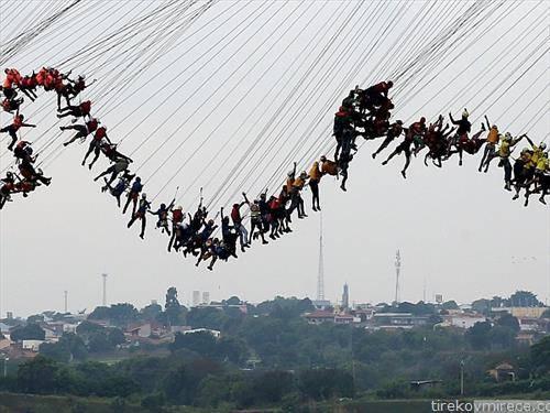 обид за Гинис во Бразил, скок од мост на повеќе од 30 лица