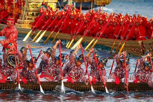 кралска церемонија на веслање во Тајланд