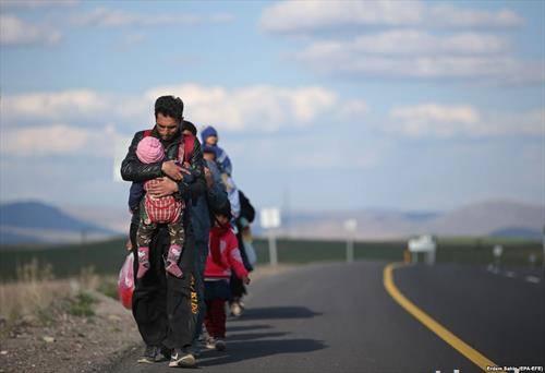 На Балканот чекаат околу 50.000 мигранти