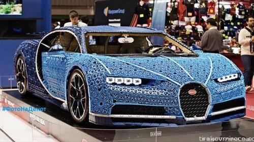 Производителот на играчки Лего  со повеќе од еден милион лего-коцки состави копија на Бугати Хирон во вистинска големина, и згора на тоа во возна состојба. Изложен е на саемот во Париз