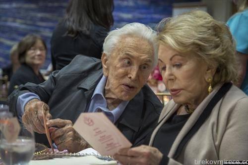 Почина Кирк Даглас на 103-годишна возраст,