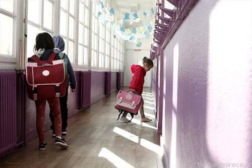 децата во франција тргнаа на училиште