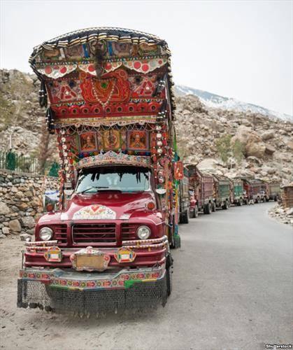 конвој на украсени камиони во Пакистанна