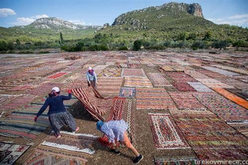 рачно изработени теписи во Турција се перат