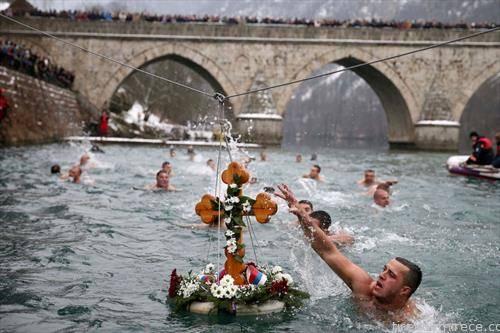 фаќањето на крстот на Водици во Вишеград