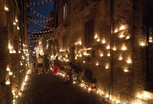 Ноќ на свеќите во Валерано, Италија