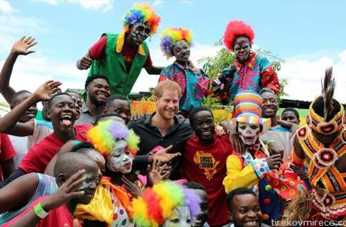 ританскиот Принц Хари со жители и циркус во Лусака Замбија
