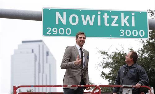 германскиот кошаркар  Новицки доби улица по негово име во американскиот град  Далас
